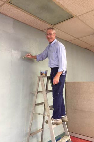 Chancellor Davis Leading The United Way Day of Caring